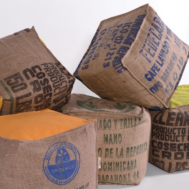 Pouf en sacs de café recyclés Lilokawa